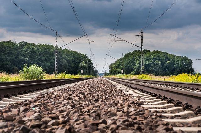 Грузовой поезд переехал 26-летнего мужчину вВолгоградской области