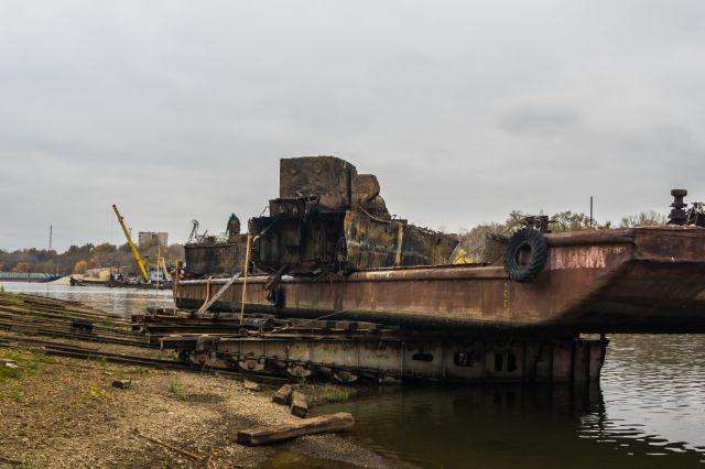Военные разминировали поднятый напротив Волгограда бронекатер БК-31