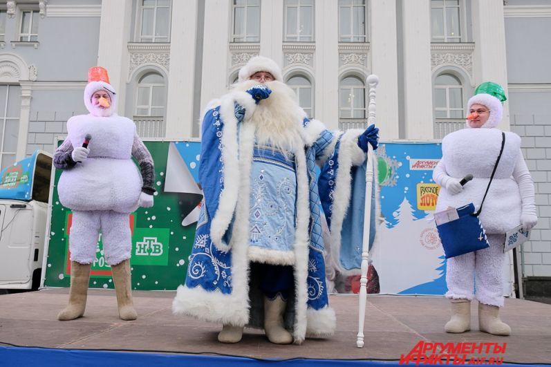 Перед зрителями выступил пермский Дед Мороз.