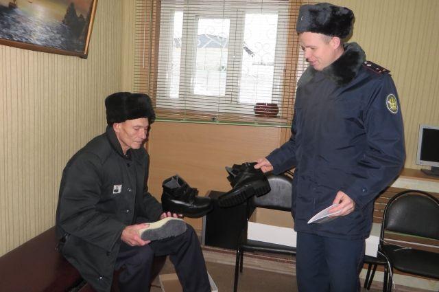 Инвалидам из нижегородской колонии бесплатно выдали ортопедическую обувь