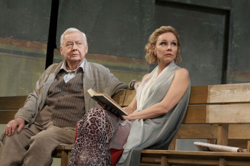 Олег Табаков и Марина Зудина в спектакле Богомолова «Чайка». 2014 год.