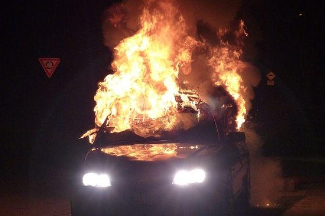 Автомобиль загорелся в поселке Мегет.