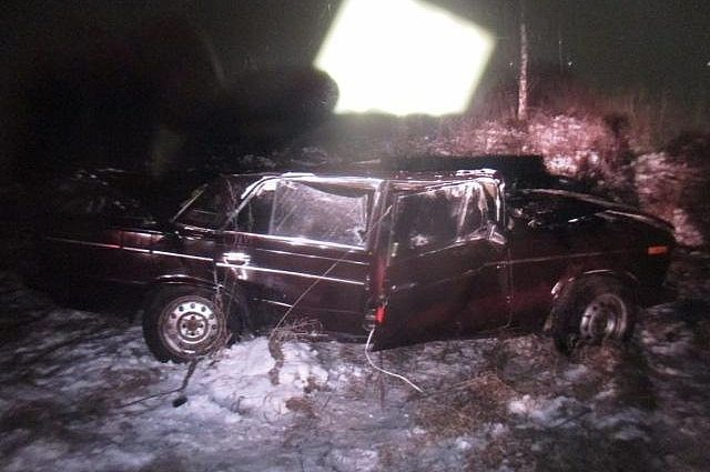 Под Тулой опрокинулась легковушка, пострадали три человека
