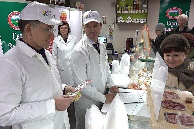 Покупатели были приятно удивлены, увидев за прилавком руководителей агрохолдинга.