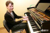 Никита Плетнев умеет подбирать музыку на слух.