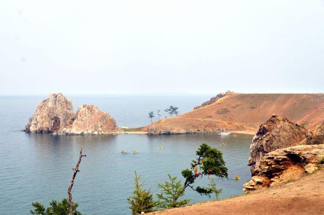 Скала Шамнака на острове Ольхон, что на Байкале.