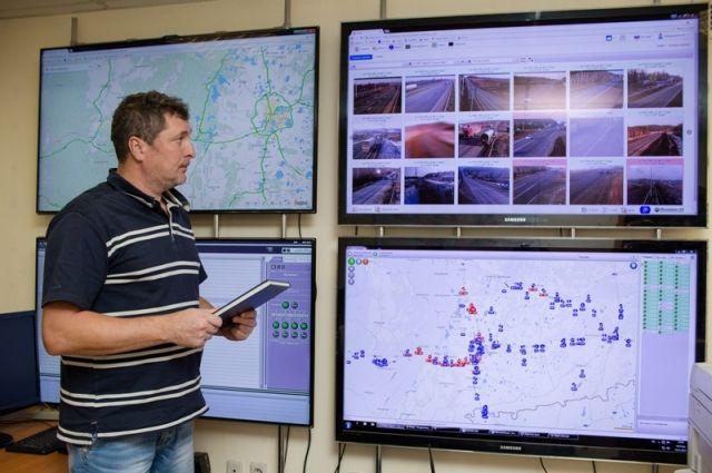 В сердце диспетчерской - система метеовидеоконтроля, которая работает в России на всех дорогах федеральной сети и у нас в регионе уже лет пять.