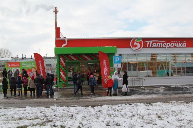 По ул. Радио, 846 в Новошахтинске первых покупателей встречает новый универсам «Пятёрочка».