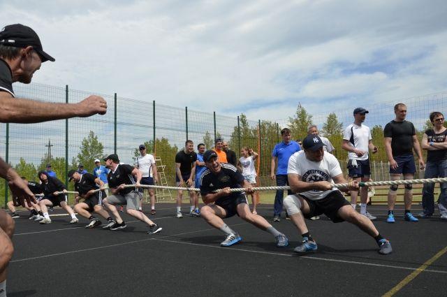 Каждый месяц на предприятии проходят соревнования по разным видам спорта.