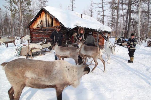 Многие представители коренных народов до сих пор живут в местах, где нет дорог.