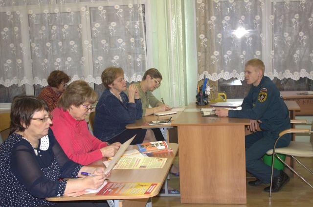 Алексей Скворок посоветовал педагогам передать полученную информацию родителям учеников.