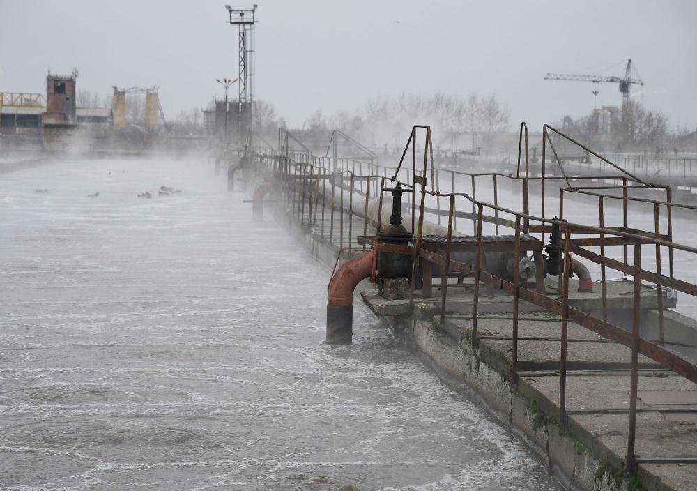 """Ежесуточно на очистные сооружения МУП """"Водоканал"""" поступает 650 тысяч кубометров сточных вод."""