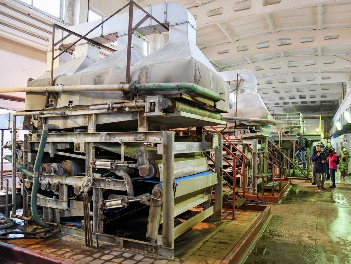 На фильтр-прессах в цехе механического обезвоживания осадок  превращается в ил влажностью 75%.