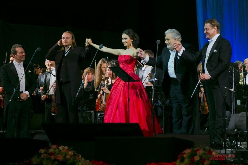 В 2014 году Аида Гарифуллина выступила в Казани вместе с Пласидо Доминго. До этого она выиграла конкурс Operalia, который он проводит. На фото с Доминго и художественным руководителем Государственного симфонического оркестра РТ Александром Сладковским.