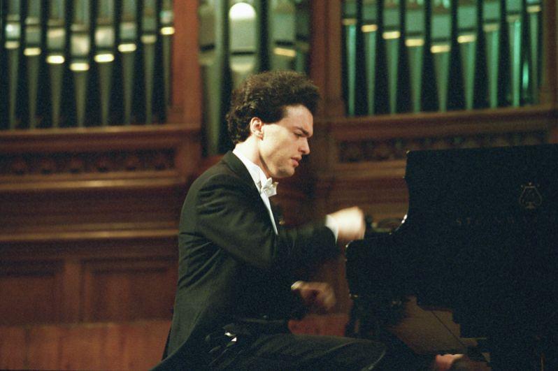 В 2010 году вместе с Владимиром Ашкенази лауреатом стал пианист Евгений Кисин.