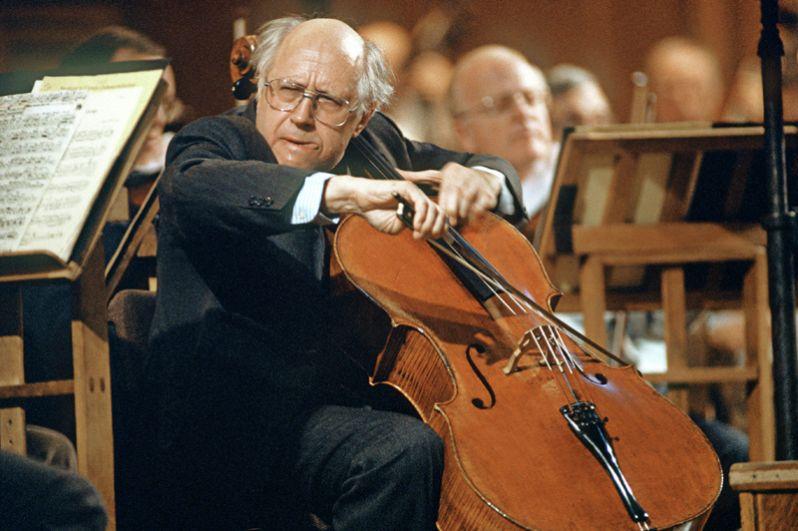 Шесть наград «Грэмми» было у виолончелиста, пианиста и дирижёра Мстислава Ростроповича.