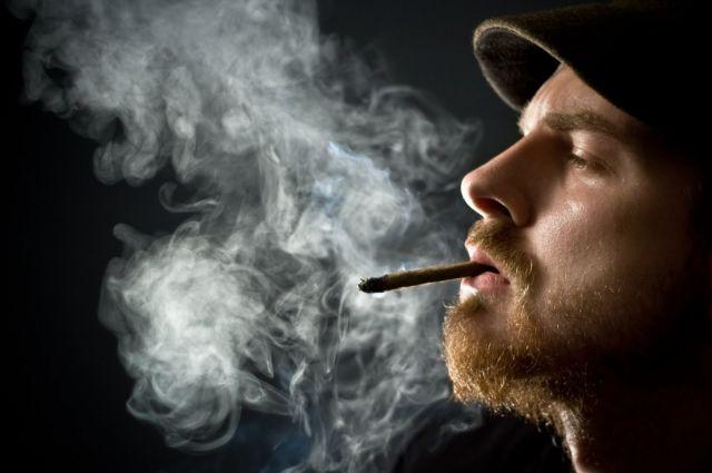 Курение набалконе влетит вкопеечку— Верховный суд