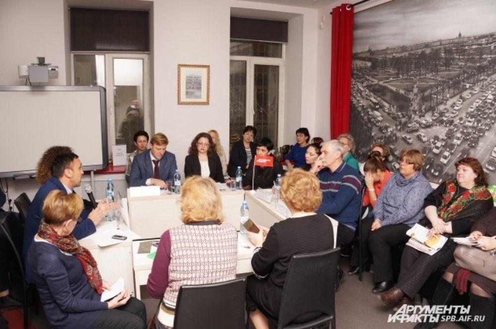 В дискуссии приняли участие педагоги, представители власти, эксперты в области медицины и другие.