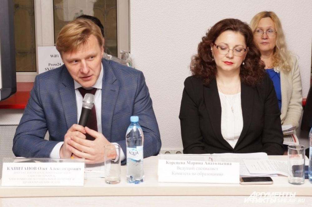 Олег Капитанов привел статистику по детскому травматизму, а Марина Коренева рассказала о безопасности в школе.