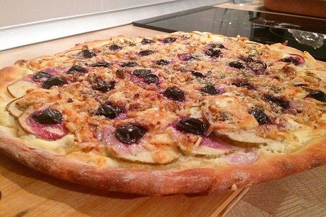 Десертная пицца украсит праздничный стол.