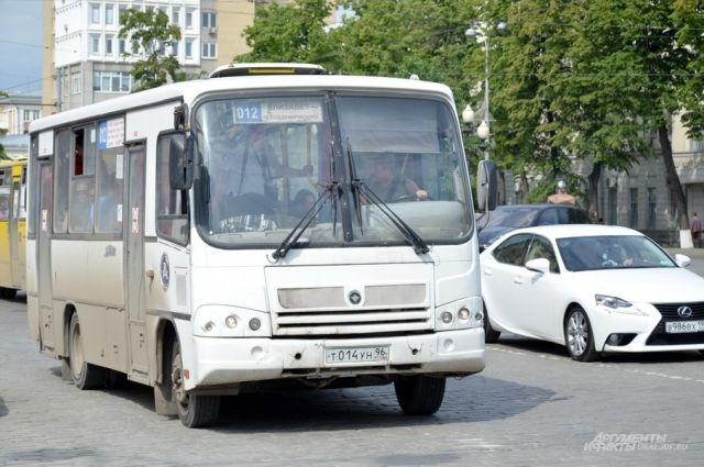 ВЕкатеринбурге перевозчика оштрафовали зазадержку маршруток