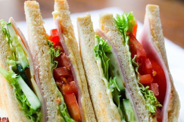 Правильно приготовленный сэндвич может стать вкусным и полезным завтраком.