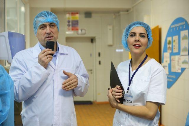 Ольга Шелест провела экскурсию по предприятию.