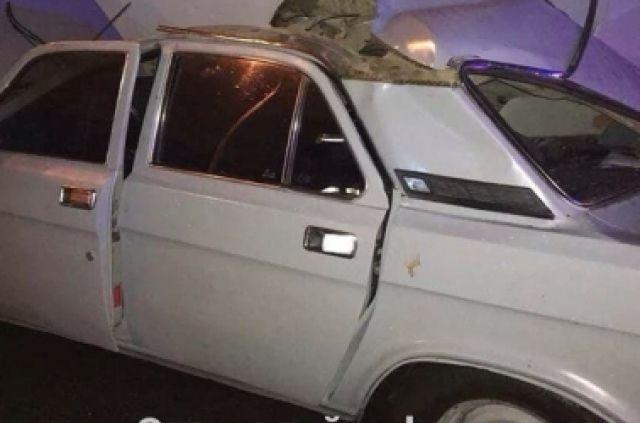 В Киеве пьяный водитель «Волги» врезался в грузовик: есть пострадавший