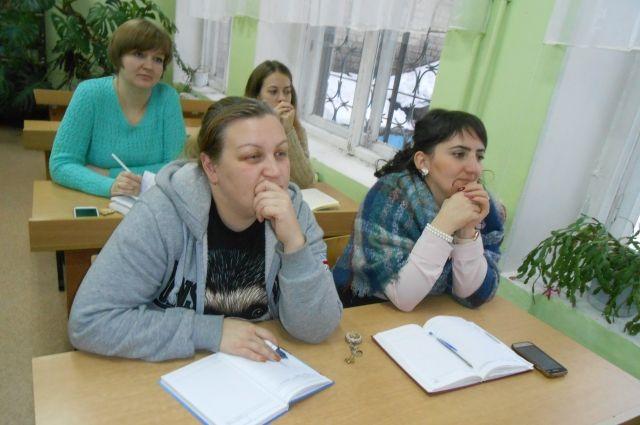 Учителя с интересом слушали врачей и размышляли о том, как могут помочь школьникам справиться с проблемами.