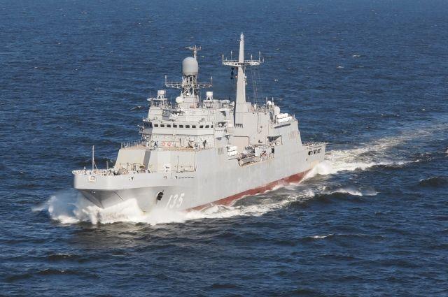 На Балтике начались испытания построенного для минобороны БДК «Иван Грен».