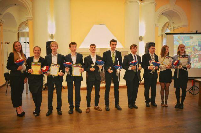 Ежегодно архангельские старшеклассники получают премии за особые успехи в разных областях. Кто сказал,что наши подростки ничем не интересуются?