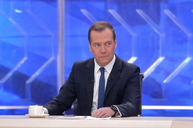 Медведев: деньги напенсии есть