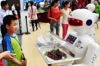 Робот-официант в Китае.