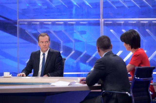 РФ может экспортировать 50 млн тонн зерна— Медведев