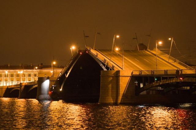 В этом 2017г. мосты Петербурга были разведены неменее 2300 раз