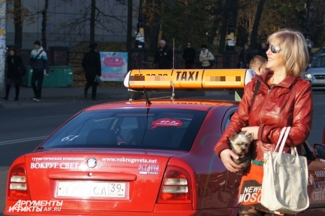 В Калининграде таксист из-за места на парковке сломал ногу автомобилисту.