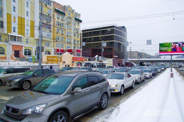 Из-за снегопада вПетербурге пробки в8 баллов