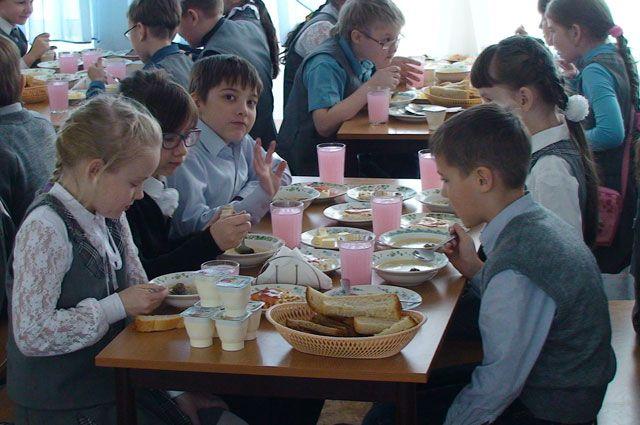 Воспитанники омской гимназии массово отравились после обеда встоловой