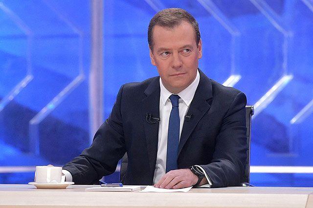 Новогодний стол Медведева на 99% будет состоять из российских продуктов