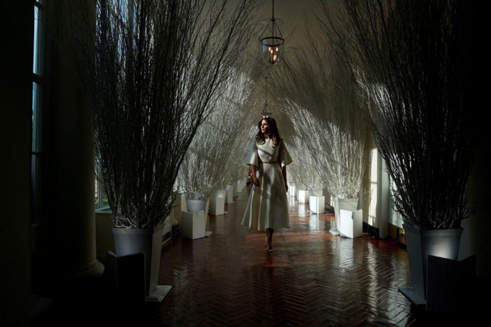 27 ноября. Первая леди США Мелания Трамп украсила Белый дом к Рождеству.