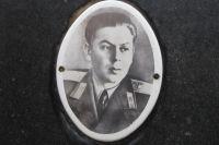 Надгробная фотография на памятнике Василию Сталину. Незадолго до смерти он поменял фамилию.