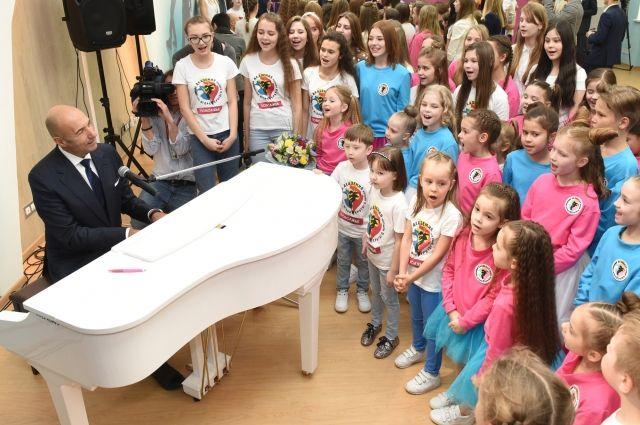 В Российской Федерации появился новый благотворительный фестиваль детского творчества «Добрая волна»