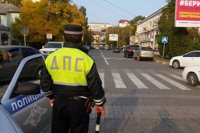 Два экс-полицейских получили сроки за избиение автовладельца.