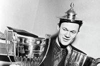 Чемпион СССР 1946-1948 годов по футболу Всеволод Михайлович Бобров с Кубками Европы и мира.