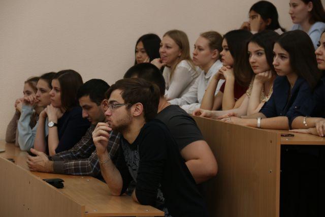 200 лучших первокурсников будут дополнительно получать по 10 тысяч рублей.
