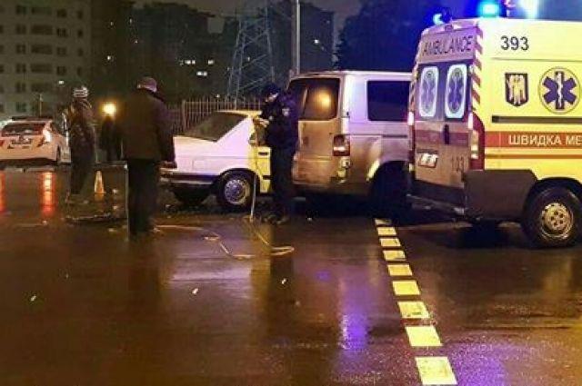 В Киеве столкнулись два автомобиля: есть пострадавший