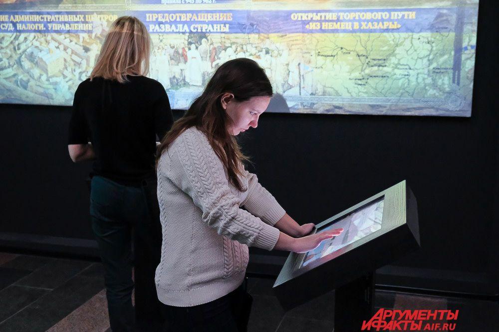 В Перми экспозиции выставки размещены на двух площадках: в отреставрированных зданиях Речного вокзала и вокзала Пермь I.
