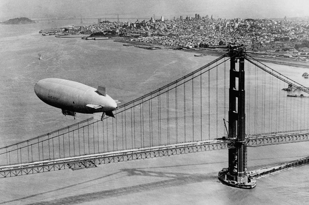 Дирижабль над мостом «Золотые ворота». 1937 год.