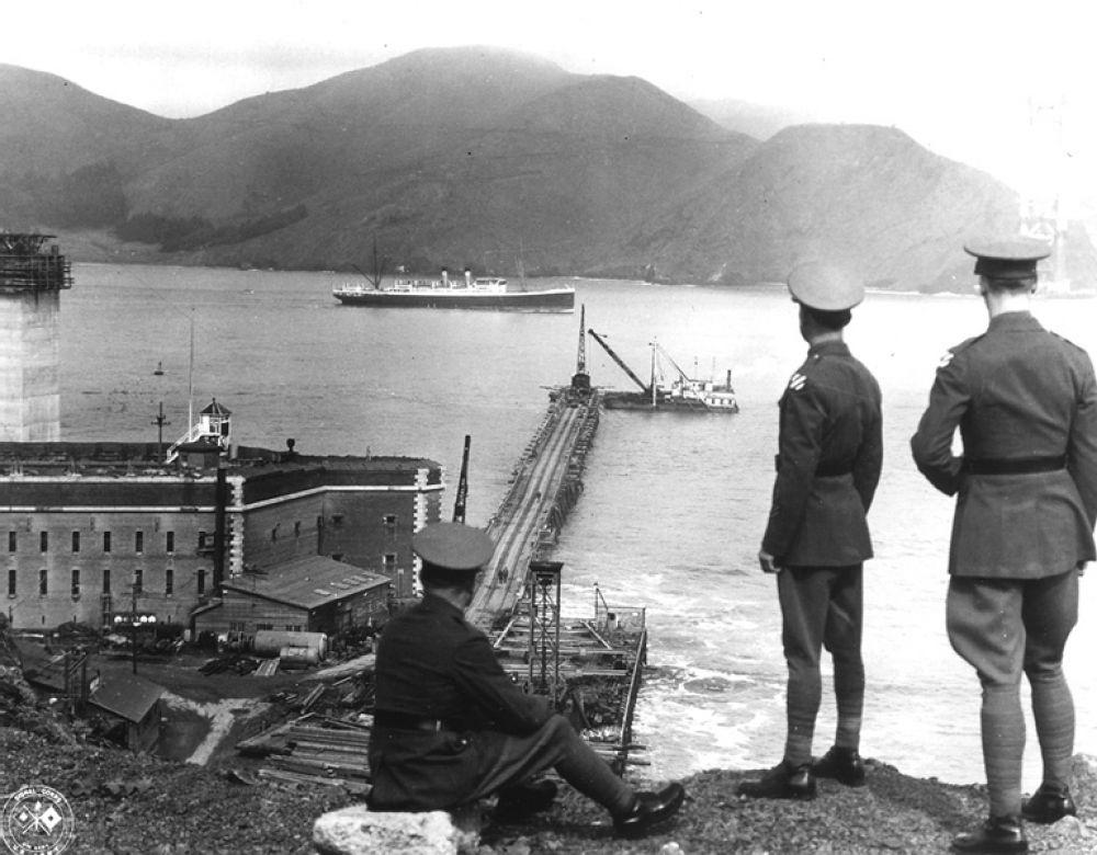 Форт Пойнт и строительство моста «Золотые ворота». Юго-восточная часть Форта Пойнт использовалась как площадка для строительных материалов. 1933 год.