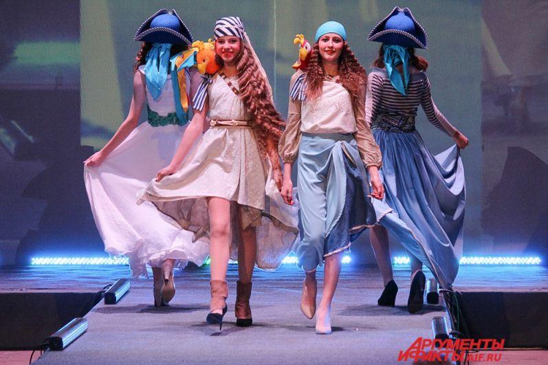 Детский театр моды Lik star в дизайнерской одежде от Оксаны Горанковой из коллекции «С корабля на бал».